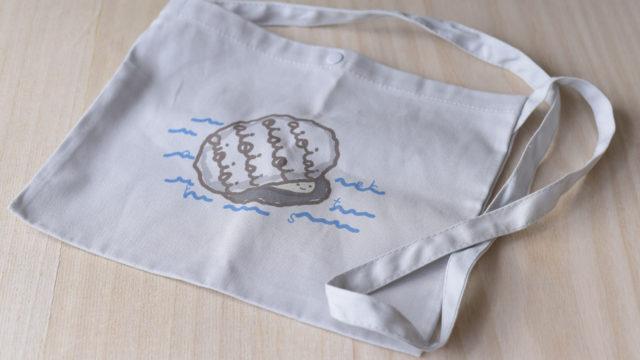 牡蠣の絵柄入りサコッシュグレー
